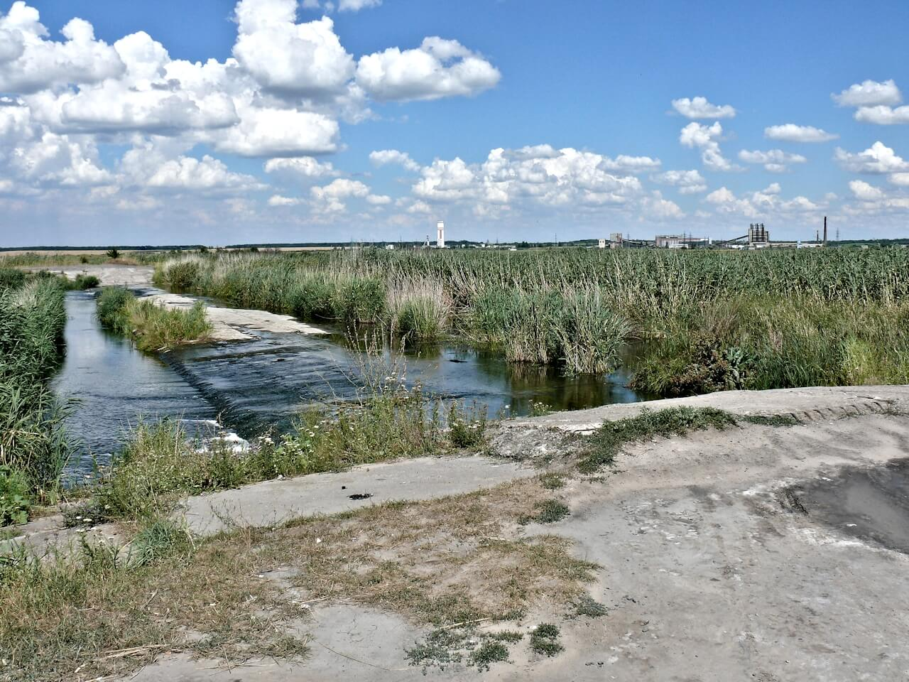Гидросооружение на реке Самара