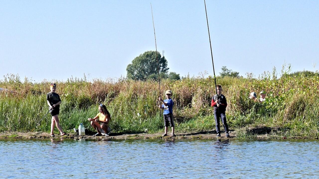 Рыбалка в Богуславе / Дети на рыбалке