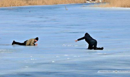 Провалился под лед ✳ Инструкция по выживанию