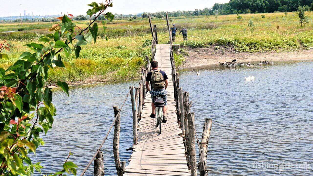 Рыбалка в Украине ФОТОФАКТ Подвесной мост в селе Богуслав
