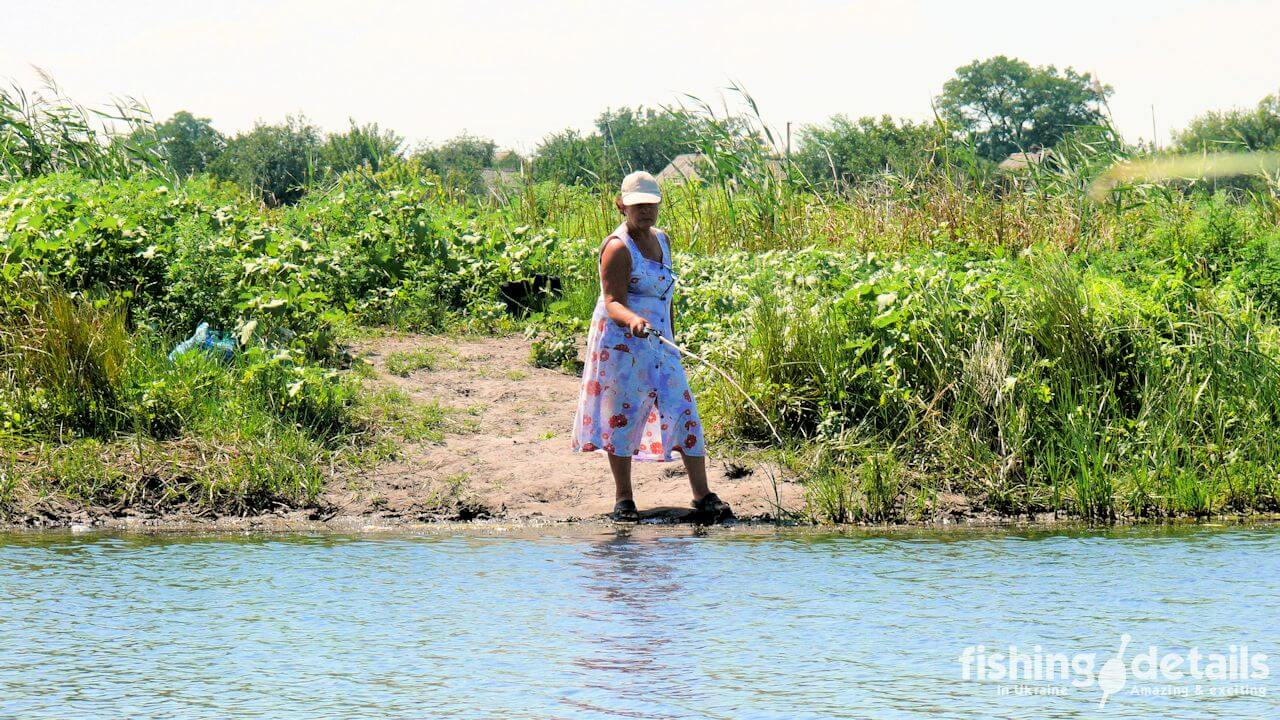 Рыбалка на Самаре — Бабуля на рыбалке
