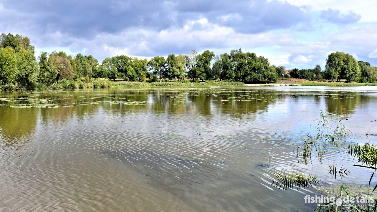 Рыбалка на реке Мена - Фото - Тучи и озеро