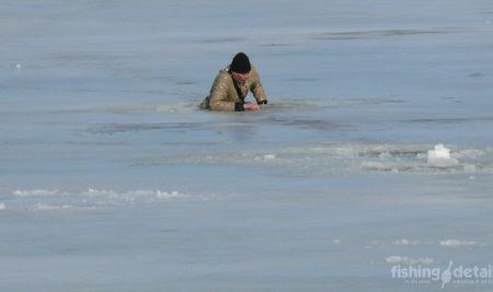 Рыбалка по первому льду и спасательный жилет — скажи этому утверждению да!